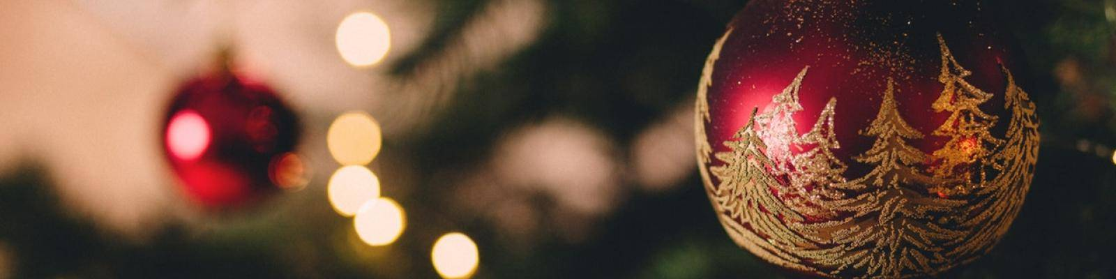 Kerstboom met ballen