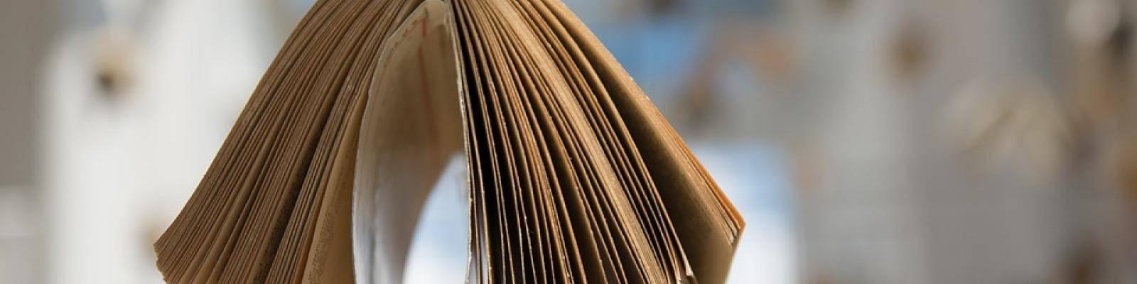 Hangend boek