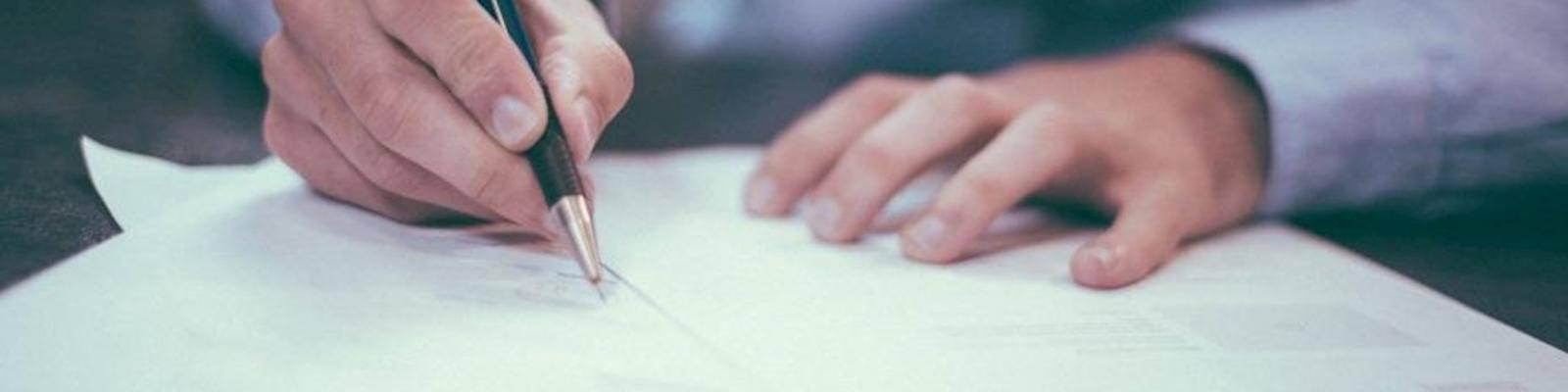 papieren ondertekenen