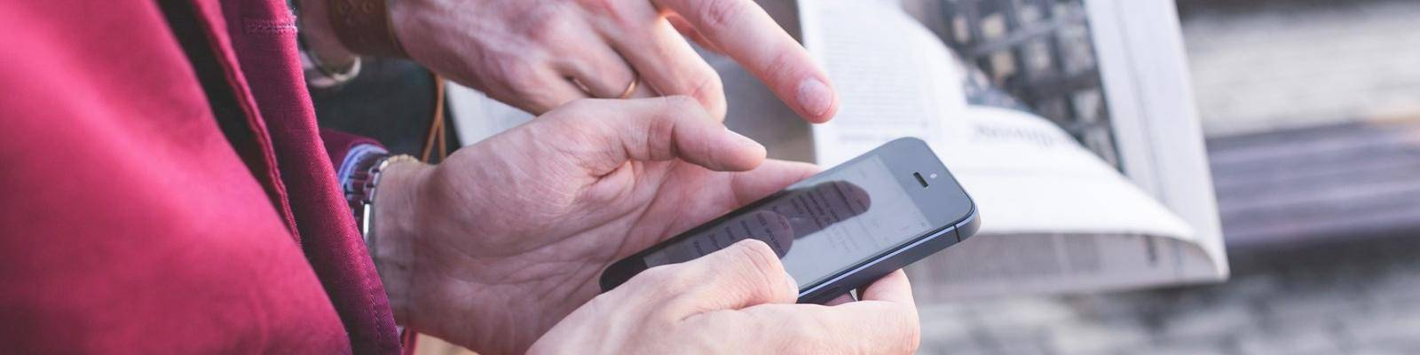 Persoon met smartphone