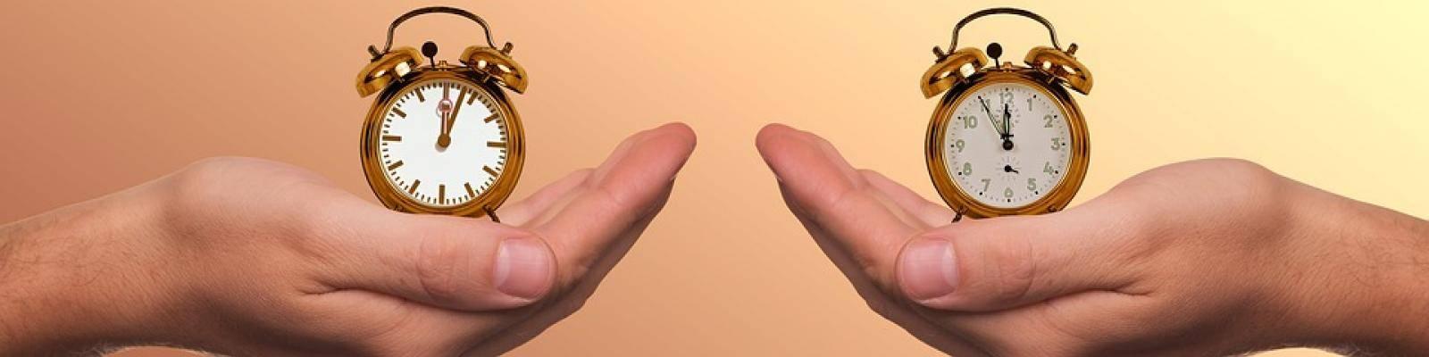 handen met klok