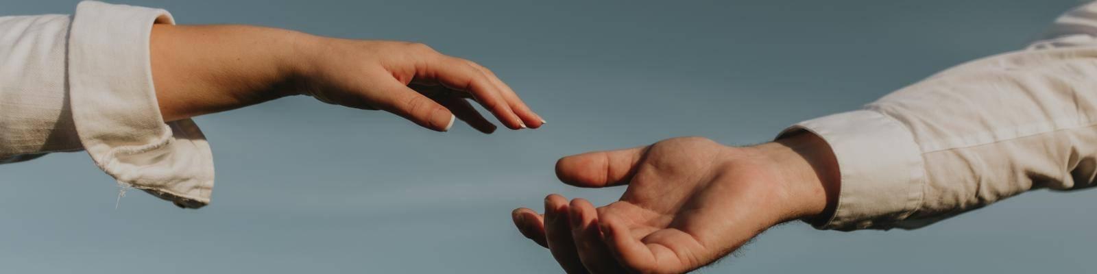 handen laten elkaar los