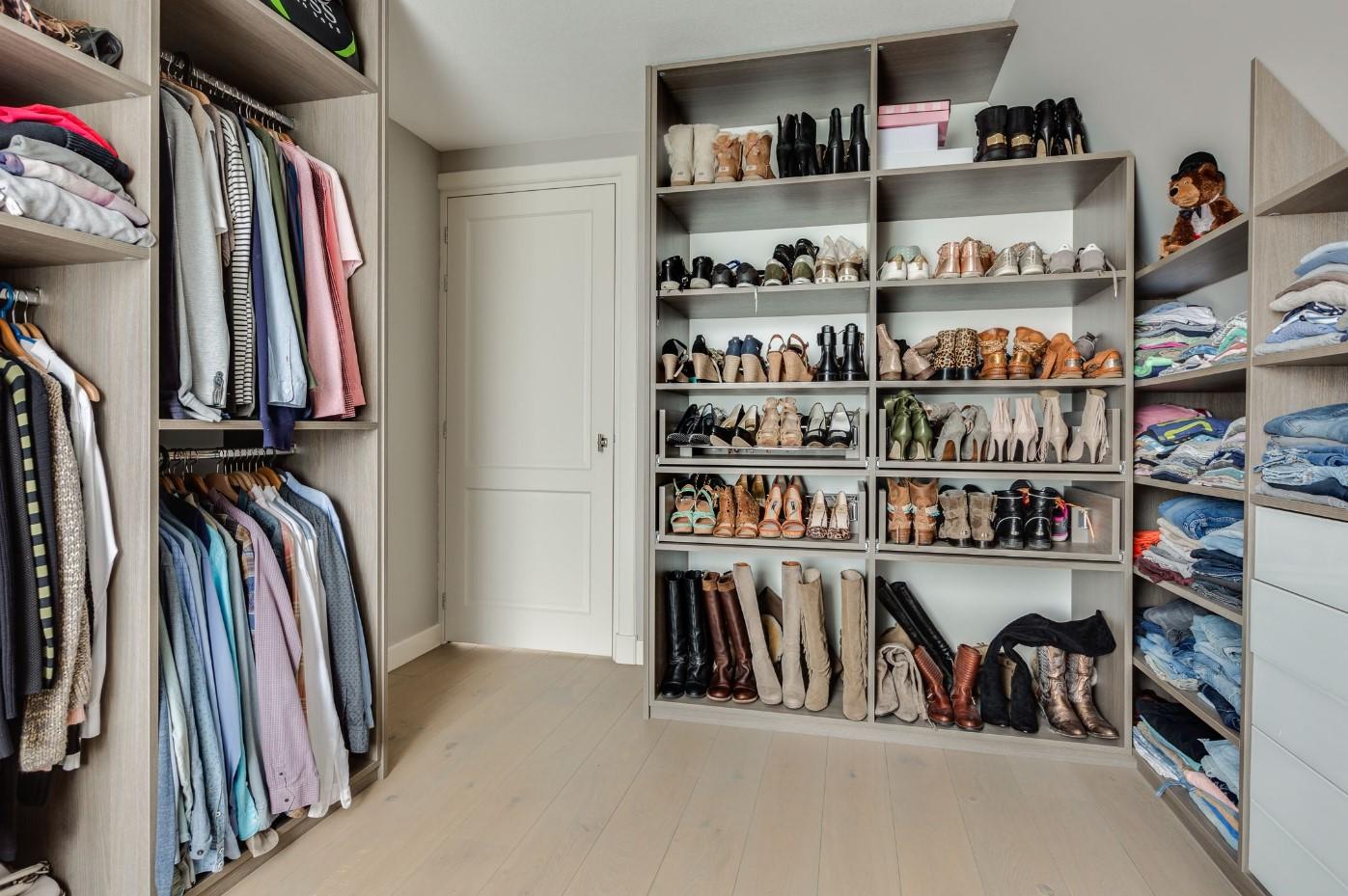 Extra Kamer Maken : Huis kopen met inloopkast of er zelf een maken? 5 ideeën! academica